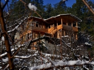 Raju's Orchard Hut Tirthan Valley Holiday Honeymoon Package