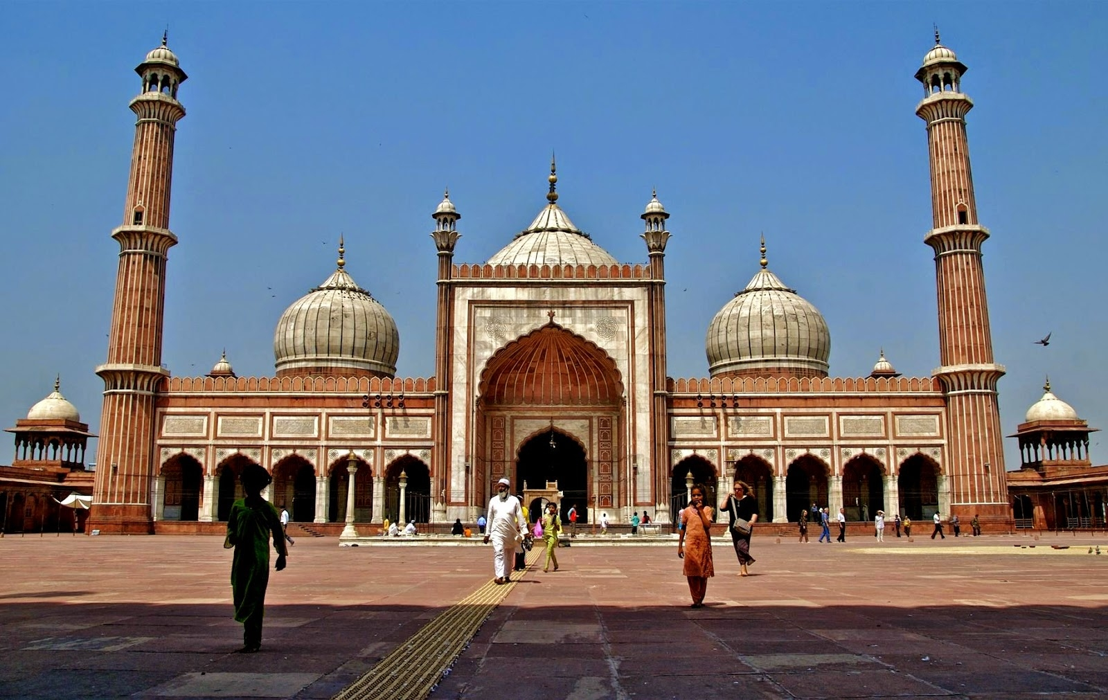 The Tajul Masjid Bhopal Tourist Guide - Holiday Travel